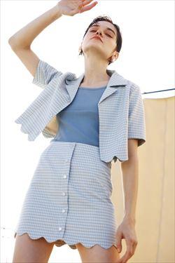 Jacket ¥6,990+税/Skirt ¥6,990+税